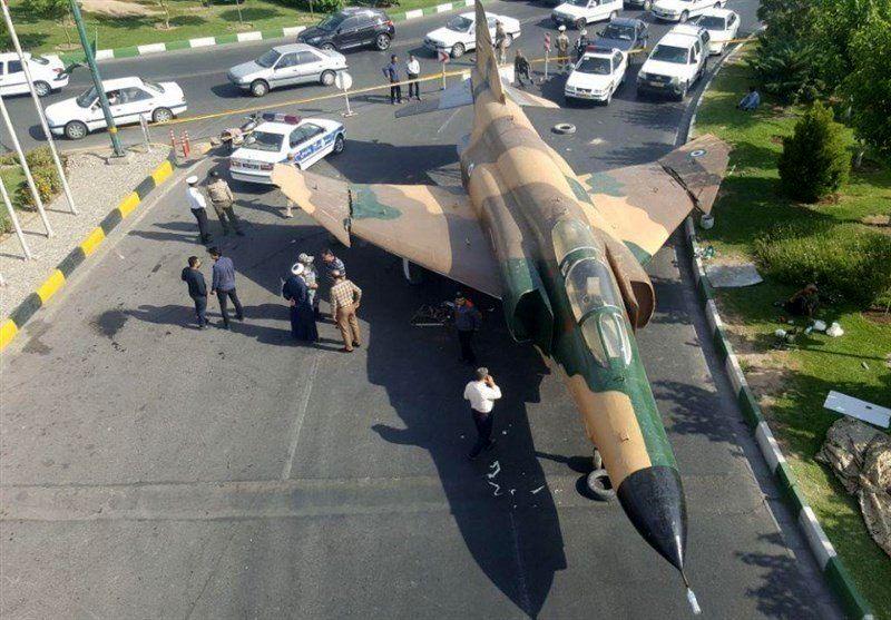 هواپیمای جنگی در شهر قم