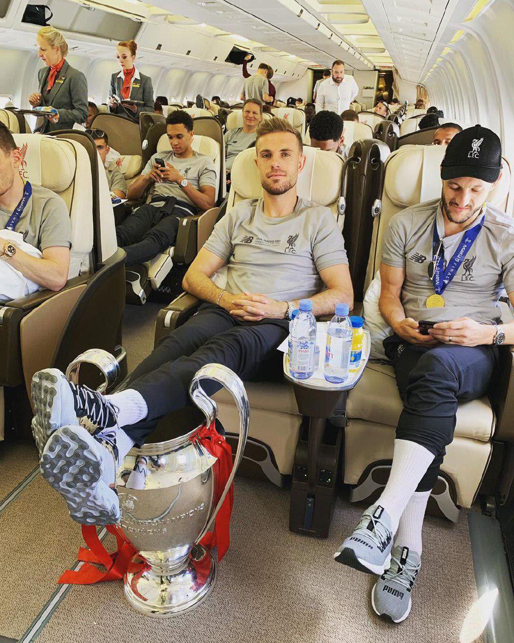 حرکت عجیب کاپیتان لیورپول با جام قهرمانی