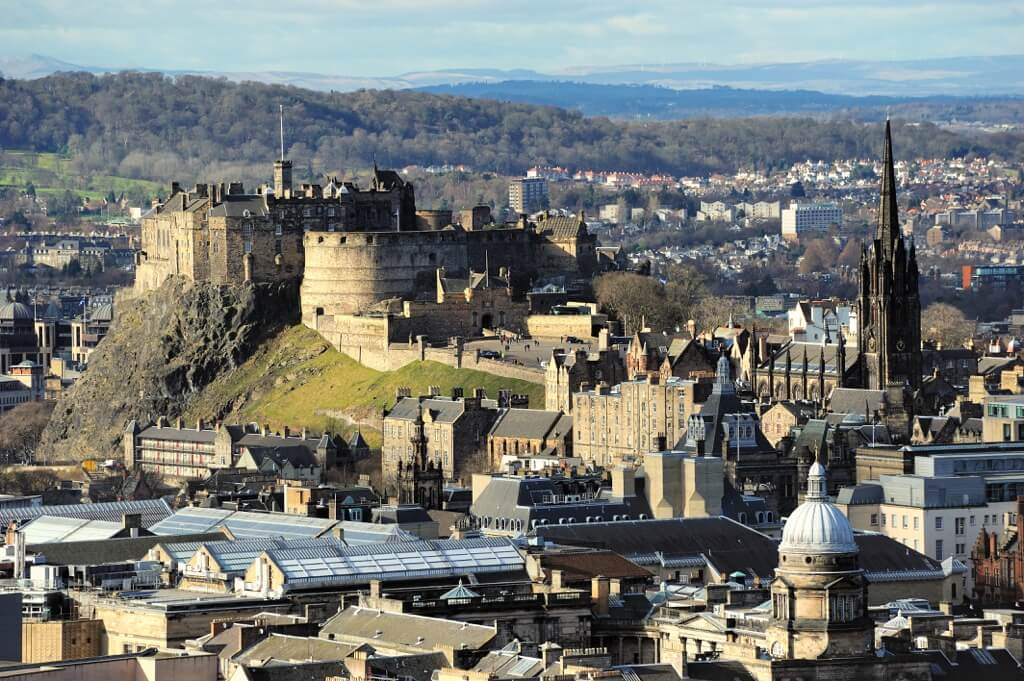 Edinburgh_Castle_Rock-most-beautiful-cities