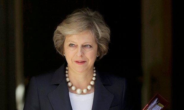 تماس تلفنی «ترزا می» با روحانی/ نخستوزیر بریتانیا: بانکهای اروپایی را به همکاری با ایران ترغیب میکنیم