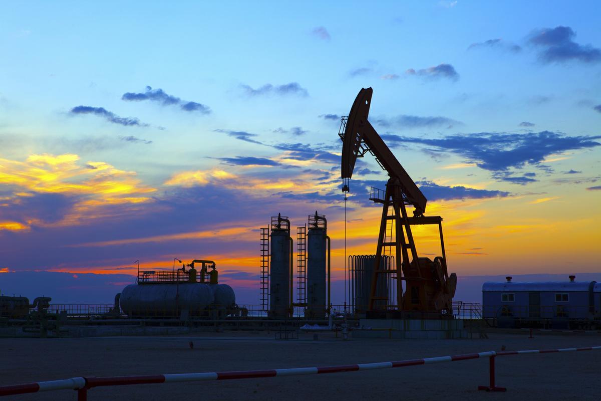 قیمت نفت از کف سهماهه بالا آمد/ نفت آمریکا 43 دلار