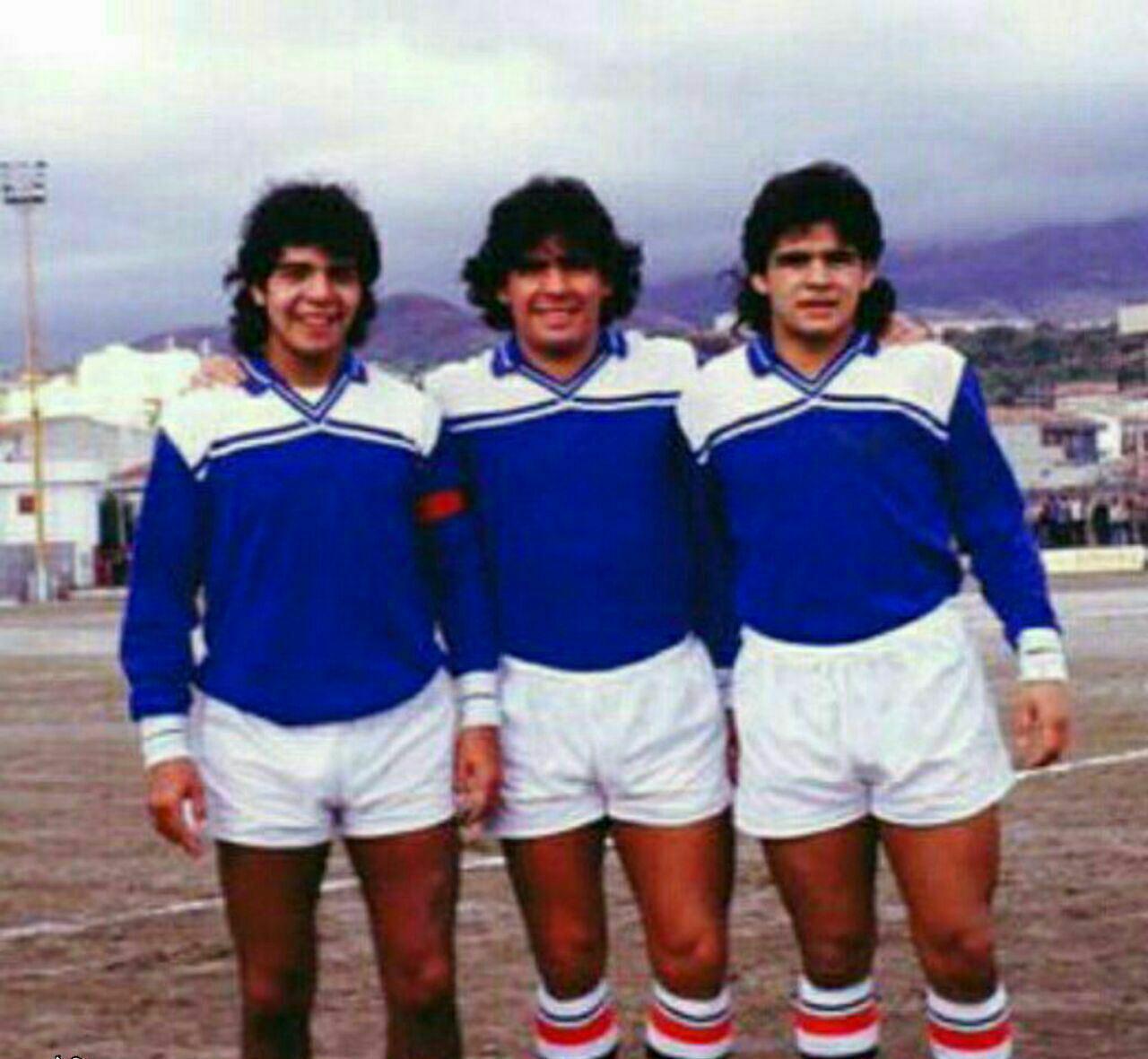 مارادونا در کنار برادرانش