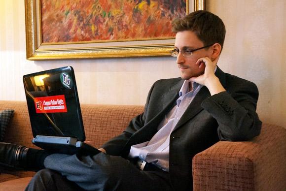اسنودن: آیفونها تا سال 2010 قابل ردیابی بودند