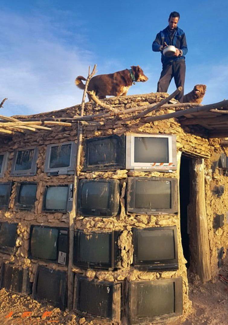 ساخت دیوار با استفاده از تلویزیون
