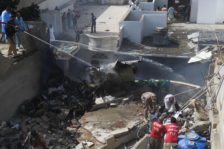 سقوط هواپیما در پاکستان | همه سرنشینان کشته شدند +فیلم
