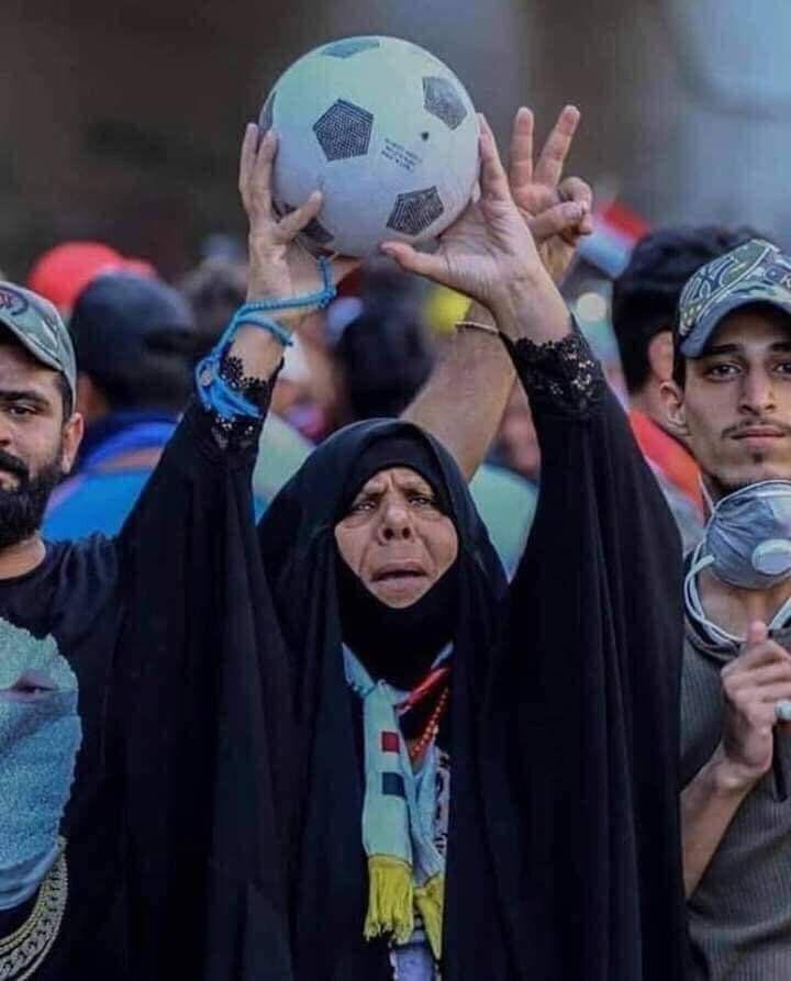 خوشحالی زن عراقی از پیروزی فوتبال این کشور بر ایران