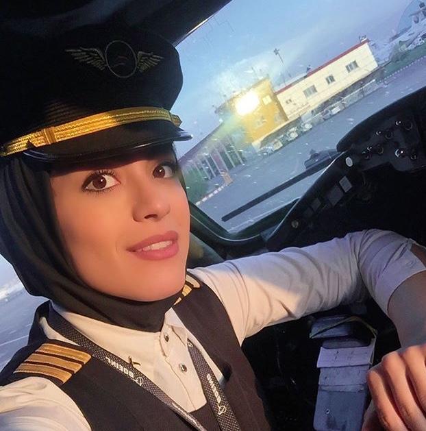نشاط جهانداری خلبان خانم
