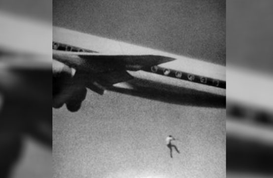 سقوط از هواپیمای در حال حرکت