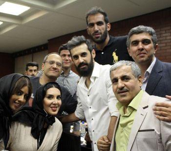 هنرپیشه معروف ایرانی آویزان «آسمان خراش» شد!+عکس