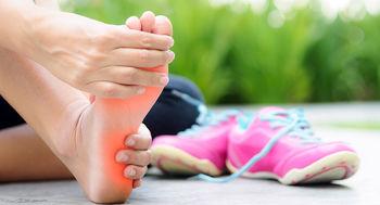8 نشانه در پاها که خبر از بیماری می دهند