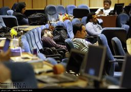 تصاویر انتظار خبرنگاران در شب اعلام نتایج انتخابات