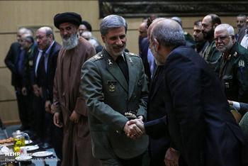 تصویری از همنشینی وزرای دفاع روحانی و احمدینژاد در یک مراسم