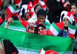 یک زن بازی فوتبال سرخپوشان پاکدشت و قشقایی شیراز را از نزدیک تماشا کرد +عکس