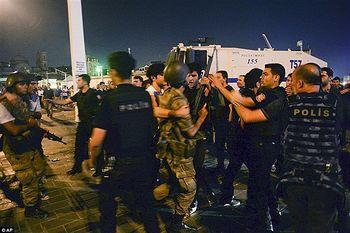 ترکیه بیش از ۳۰ هزار افسر پلیس را اخراج کرد