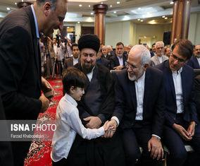 تصاویری از رابطه گرم ظریف با نتیجه امام خمینی (ره)