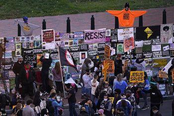 تجمع خشونت آمیز معترضان ضد ترامپ مقابل کاخ سفید  +تصاویر