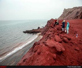تصاویری زیبا از جزیره هفتادو دو رنگ ایران