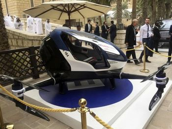 دوبی صاحب تاکسی پرنده می شود + عکس