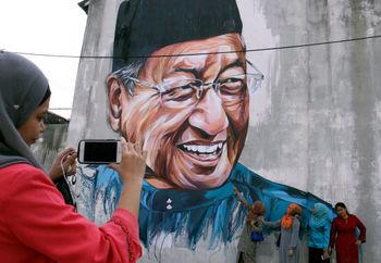 موافقت پادشاه مالزی با استعفای ماهاتیر محمد