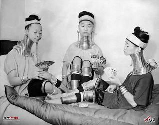 4 ژانویه 1935 : سه زن برمه ای با گردن های دراز