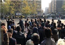 تفاوت تجمع میدان انقلاب تهران با تجمعات دیگر شهرها/ سردادن شعارهای تند