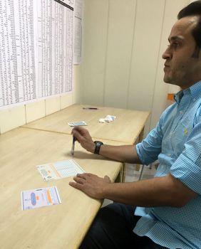 علی کریمی در حوزه رایگیری+عکس