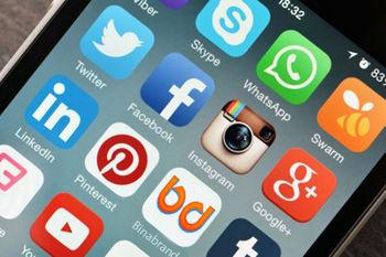 شبکه های اجتماعی «اعتیاد به خود» را افزایش می دهند