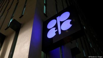 عربستان کاهش تولید نفت ایران در ماه نوامبر را جبران کرد