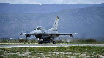 سقوط یک جنگنده اف-۱۶ آمریکایی