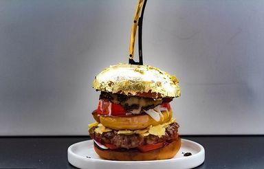 همبرگر با روکش طلا
