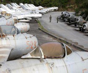 تصاویر مکانی که جنگندههای قدیمی MIG شوروی در آنجا است