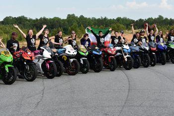 بانوی موتورسوار ایرانی در بین زنان موتورسوار آمریکایی +عکس