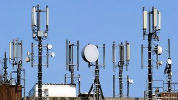 خطر دکل مخابراتی بیشتر است یا تلفن همراه؟