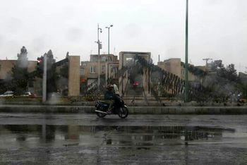 ترافیک نیمه سنگین در آزادراه کرج-تهران/ محورهای ۴ استان بارانی است