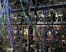 تصاویر یک مزرعه بیتکوین در قم