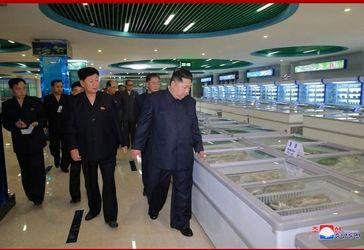 بازدید رهبر کره شمالی از یک رستوران عجیب