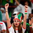 ایرانیهای حاضر در ورزشگاه برای بازی ایران-یمن