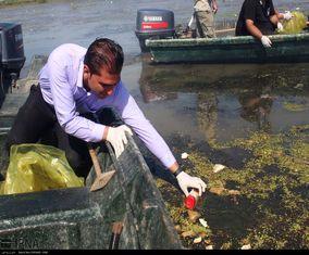 گزارش تصویری پاکسازی تالاب انزلی توسط زندانیان