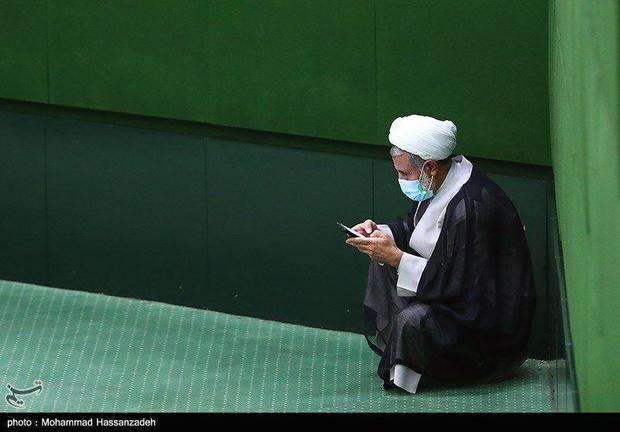 عکسی متفاوت از منتقد اصلی روحانی در مجلس!