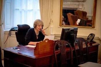 ترزا می با چشمان اشکبار از نخستوزیری بریتانیا کنارهگیری کرد
