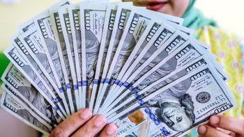 قیمت دلار امروز یکشنبه 08/ 04/ ۹۹ | دلار در بازار آزاد 20 هزار تومان را رد کرد / بازگشت دلار صرافی ملی به 19 هزار تومان