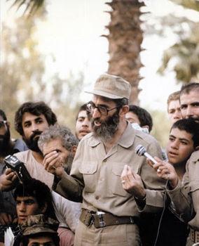 رهبر انقلاب در لباس رزم+تصاویر