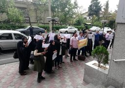 تجمع شماری از دانشجویان دوره دکتری در مقابل وزارت علوم