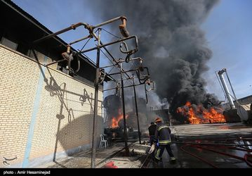 آتشسوزی گسترده در شهرک صنعتی شکوهیه قم