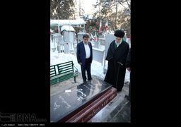 حضور سحرگاهی رهبر انقلاب در مرقد امام خمینی (ره) و گلزار شهدا + عکس