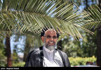 وزیر اطلاعات در حال بوسه زدن بر دست پدر + عکس