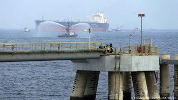 یکی از دو نفتکش هدف قرار گرفته در دریای عمان در حال غرق شدن است