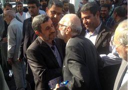 احمدی نژاد با دست آسیب دیده + عکس