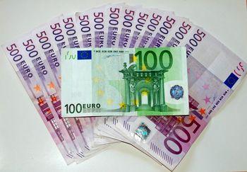 قیمت یورو امروز پنجشنبه ۱۳۹۸/۱۲/۰۱ | پیش روی یورو در نیمه بالای کانال ۱۵هزارتومانی