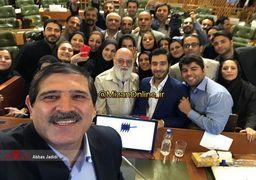 سلفی جالب عباس جدیدی با اعضای شورای شهر در آخرین جلسه + عکس
